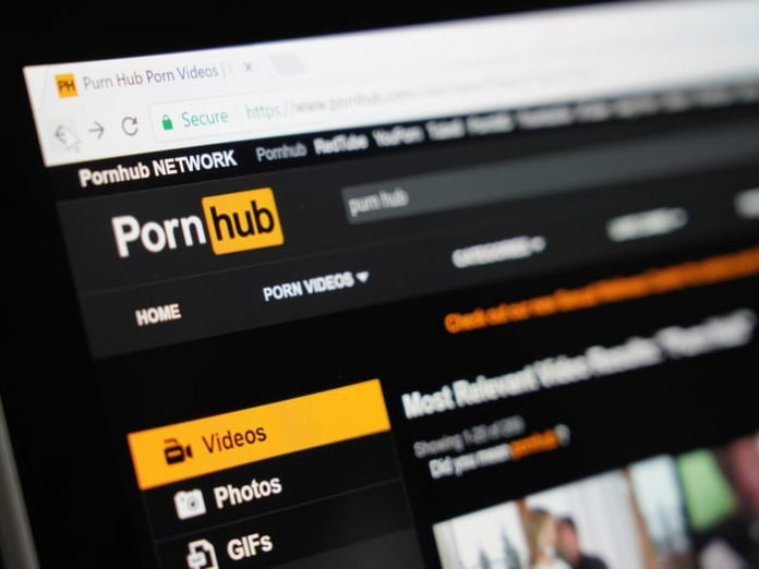 Google and Facebook track you even if you surf porn sites in private mode